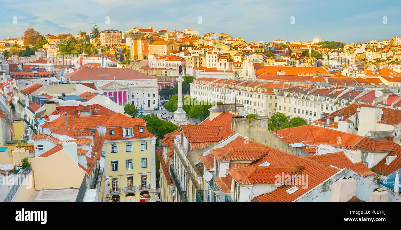 Paysage urbain de l'antenne du centre-ville de Lisbonne au coucher du soleil, vue panoramique, Portugal Photo Stock