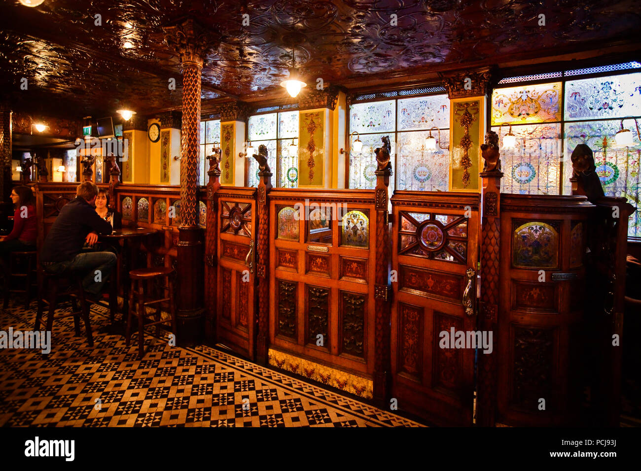 Interieur D Un Bar intérieur du bar victorien du xixe siècle banque d'images