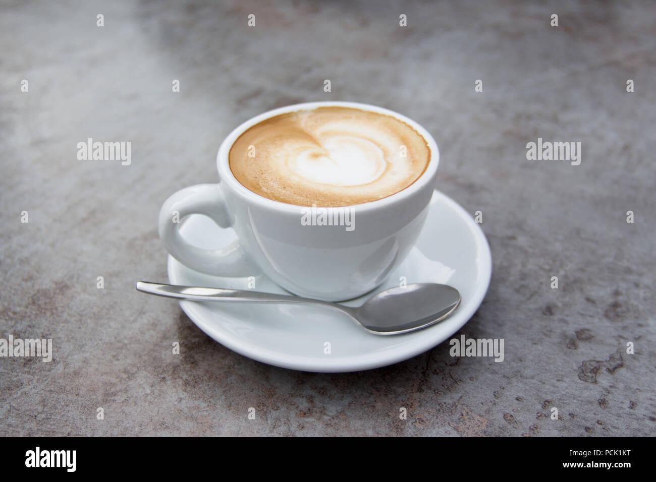 Cappuccino Latte moka chaud agréable café pour le petit déjeuner buffet Photo Stock