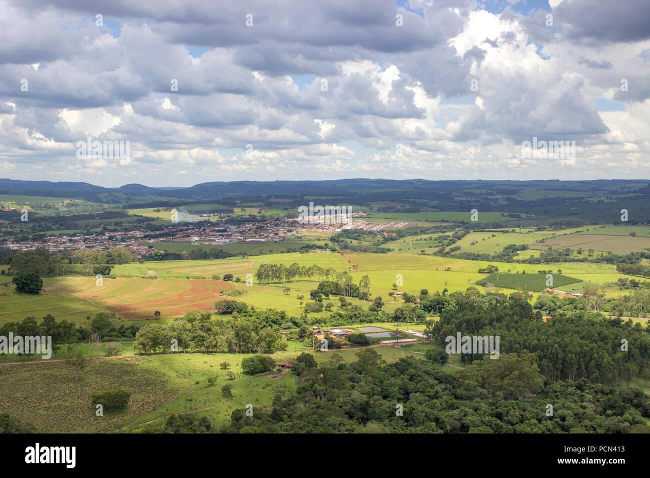 Belles montagnes à l'horizon - Minas Gerais - São Paulo - Santo Antonio da Alegria / Brésil Photo Stock