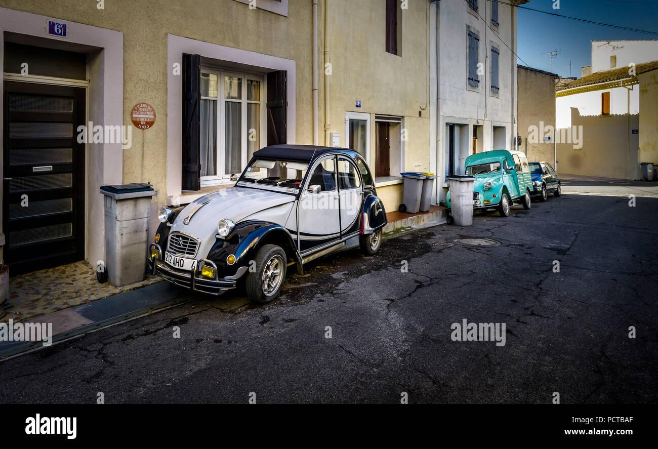 Deux vieux Citroën 2 CV à Nissan Photo Stock