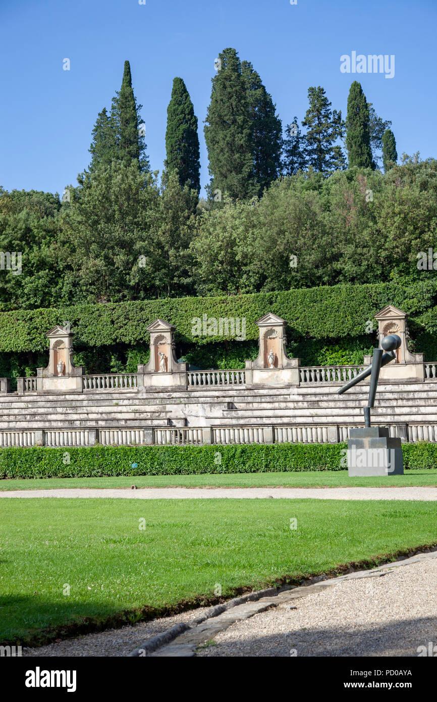Les vastes jardins de Boboli, à Florence (Toscane - Italie). Dessiné pour orner le palais Pitti, il avait été nécessaire de remodeler l'ensemble de la colline derrière Photo Stock