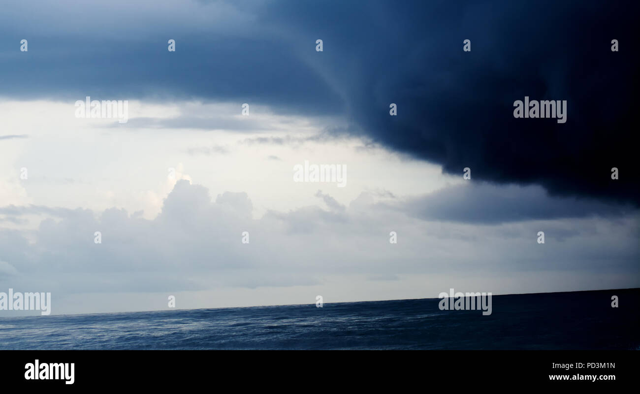 Le nuage sombre Photo Stock