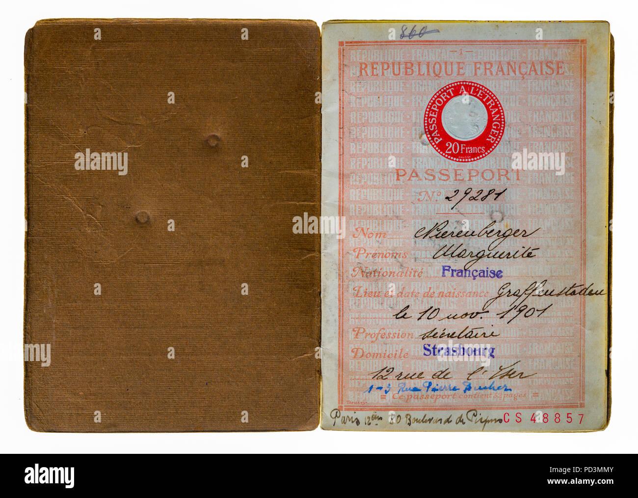 1935's vintage passeport français première page avec nom et adresse du titulaire, Photo Stock