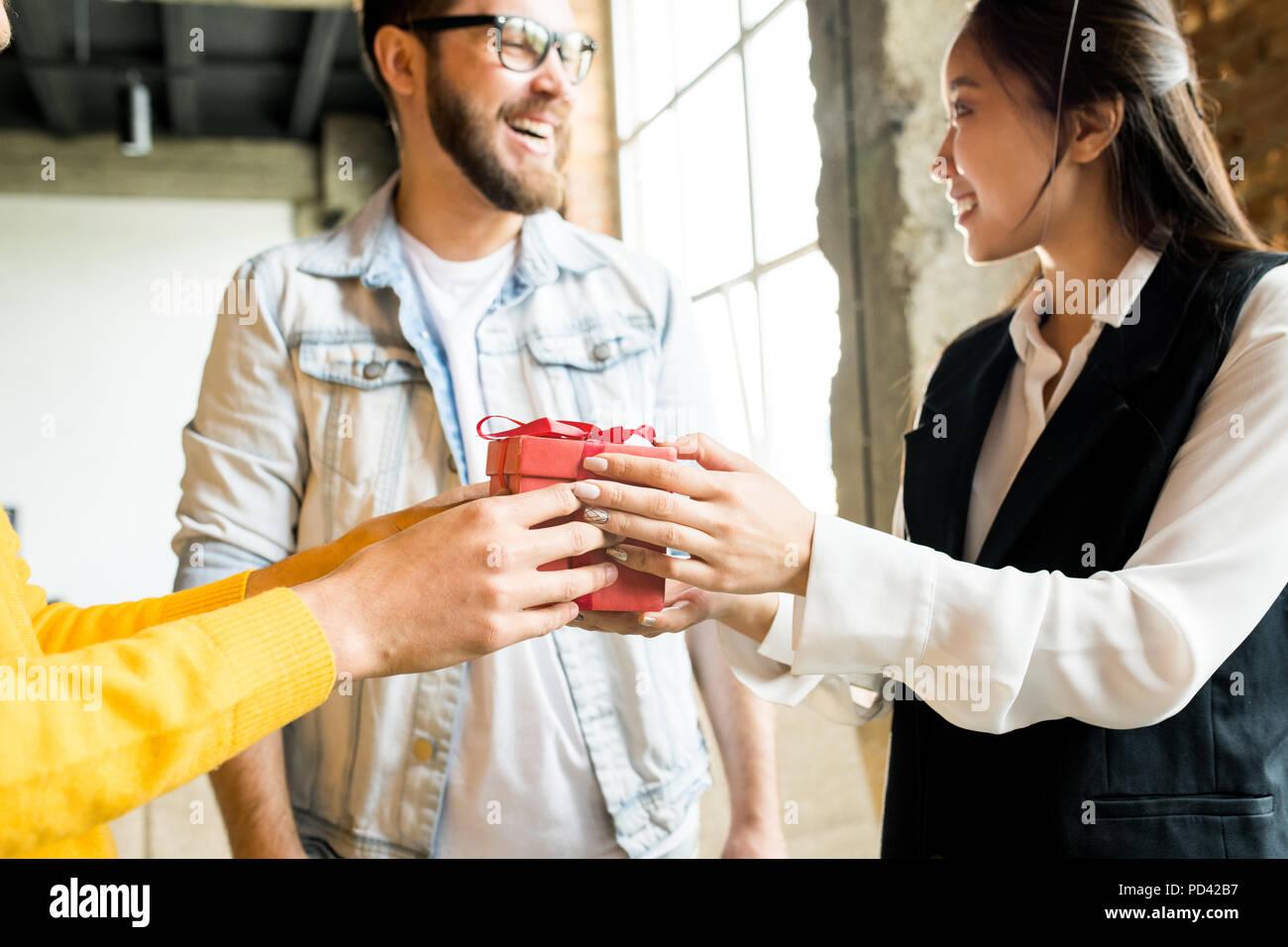 Cadeaux Bureau en partage Photo Stock