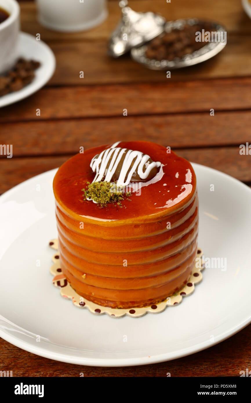 Gâteau au caramel sur la plaque Photo Stock
