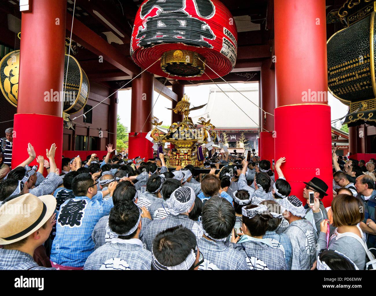 L'île de Honshu, Japon, Tokyo, Kanto, le Sanja matsuri. Banque D'Images