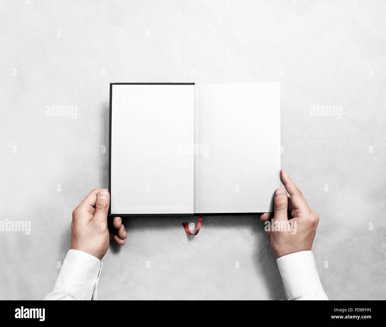 Hand Holding Blank Ouvert Maquette Livre Blanc Avec La