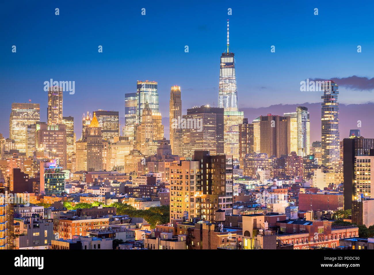 New York, New York, USA Financial district skyline du Lower East Side au crépuscule. Photo Stock