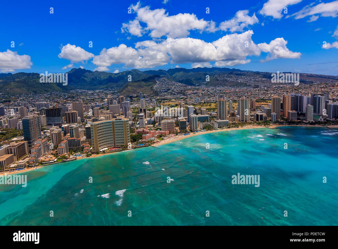 Vue aérienne de la plage de Waikiki à Honolulu, Hawaii d'un hélicoptère Photo Stock
