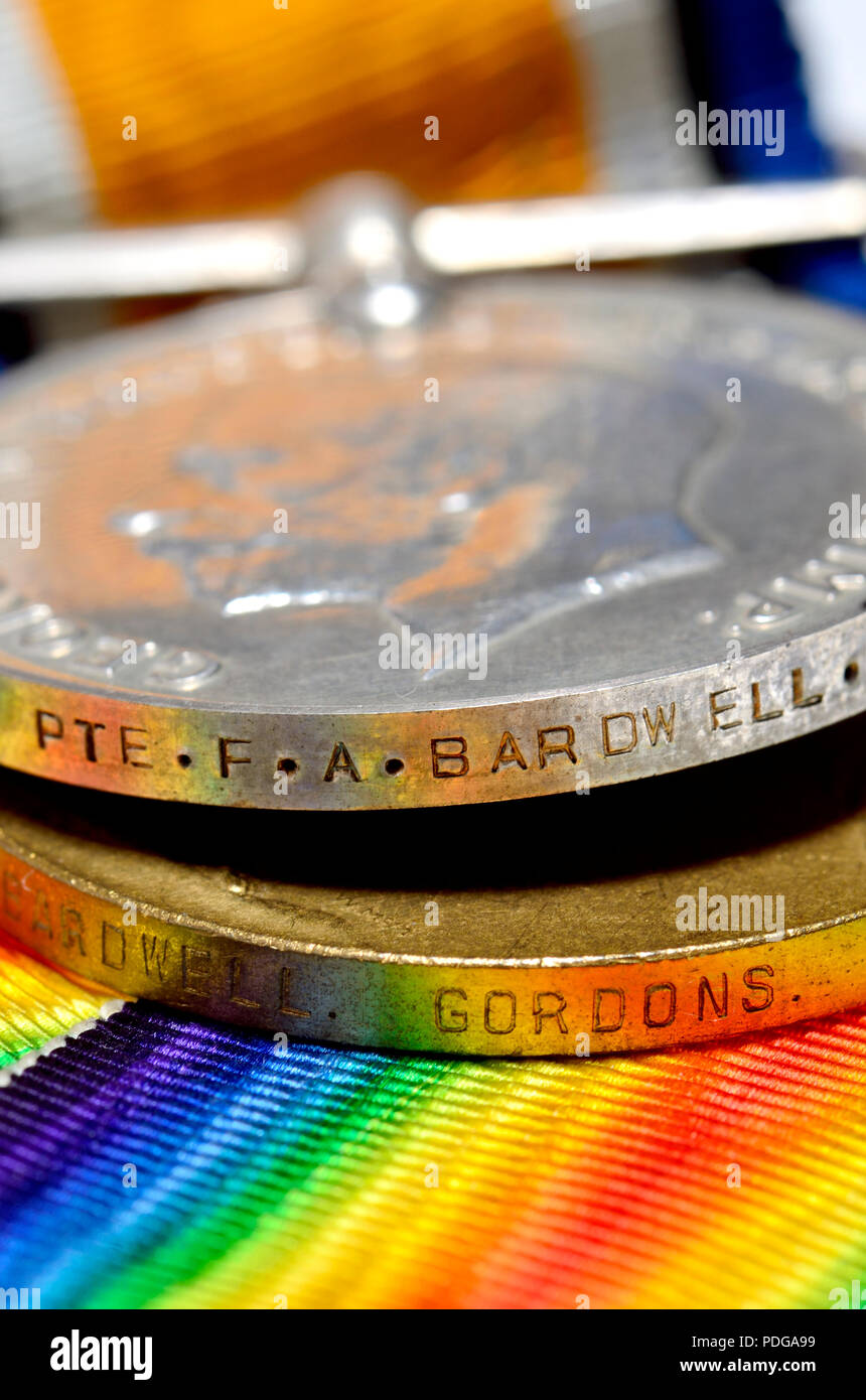 Première Guerre mondiale: MÉDAILLES Médaille de guerre britannique et Médaille de la victoire accordée à un privé F de l'Bardwell Gordon Highlanders (gravé sur le bord) Photo Stock