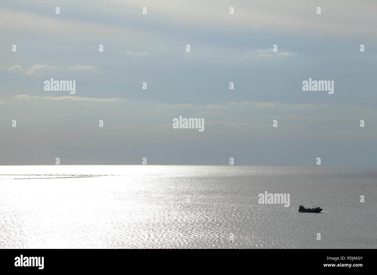 Le wash Monster, sinistre silhouette, amphibie, passager, bateau, croisière, le plaisir de se laver, Hunstanton, lumière du soir, Norfolk, UK Photo Stock