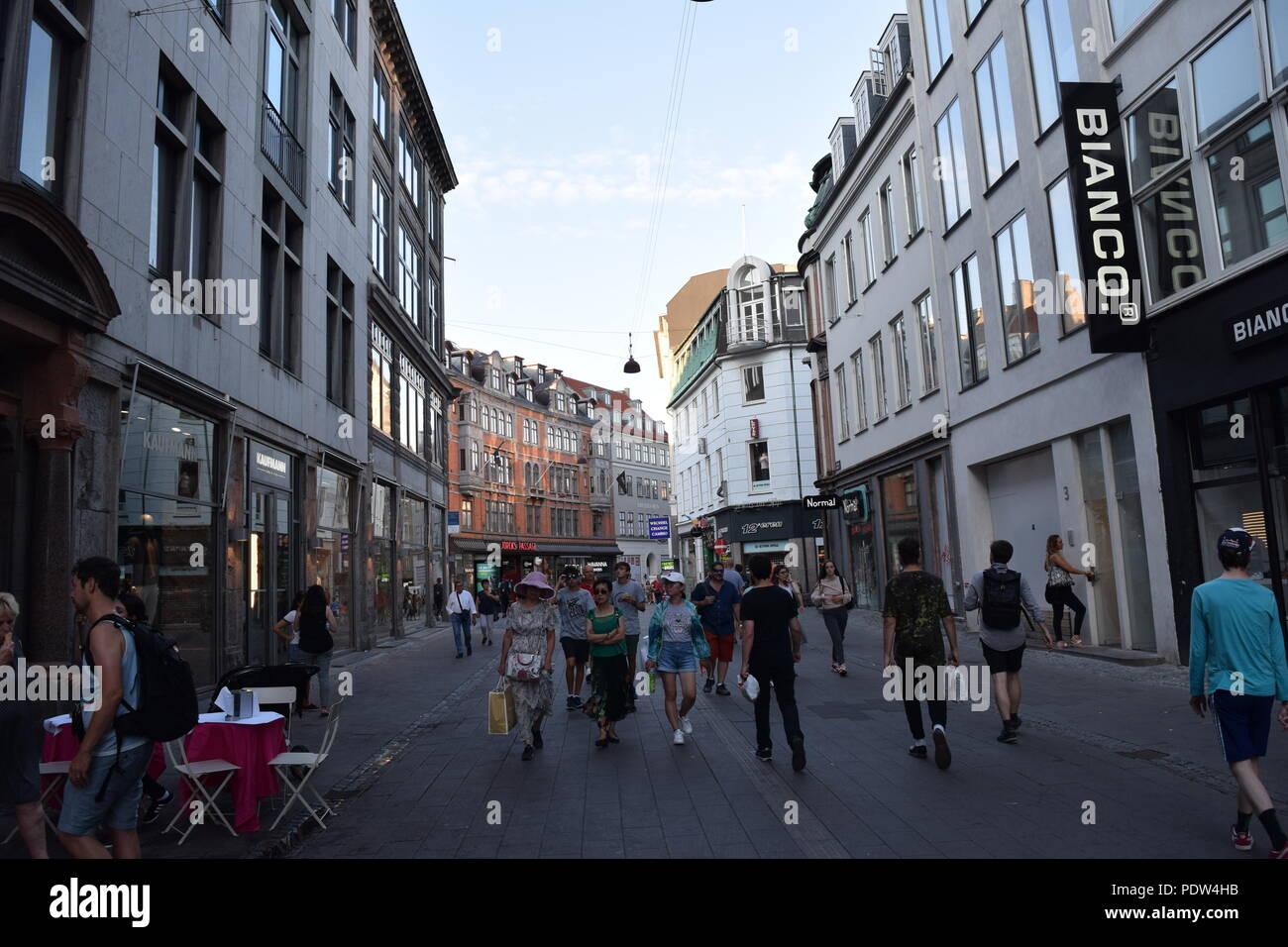 Rue piétonne à Copenhague, Danemark Banque D'Images