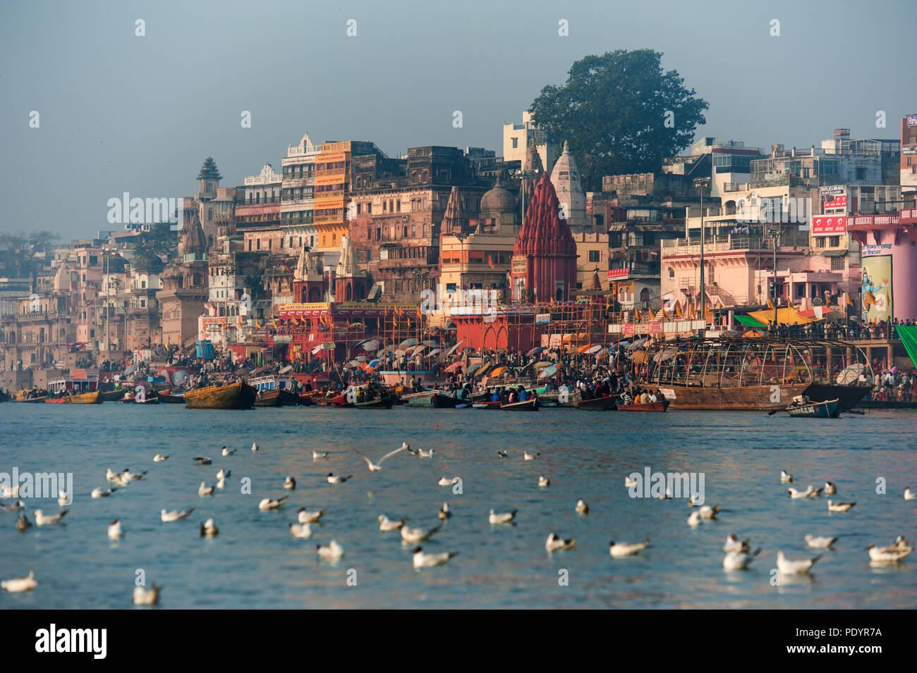 Paysage de la rivière Ganga ville sainte de Varanasi, Uttar Pradesh, Inde Photo Stock
