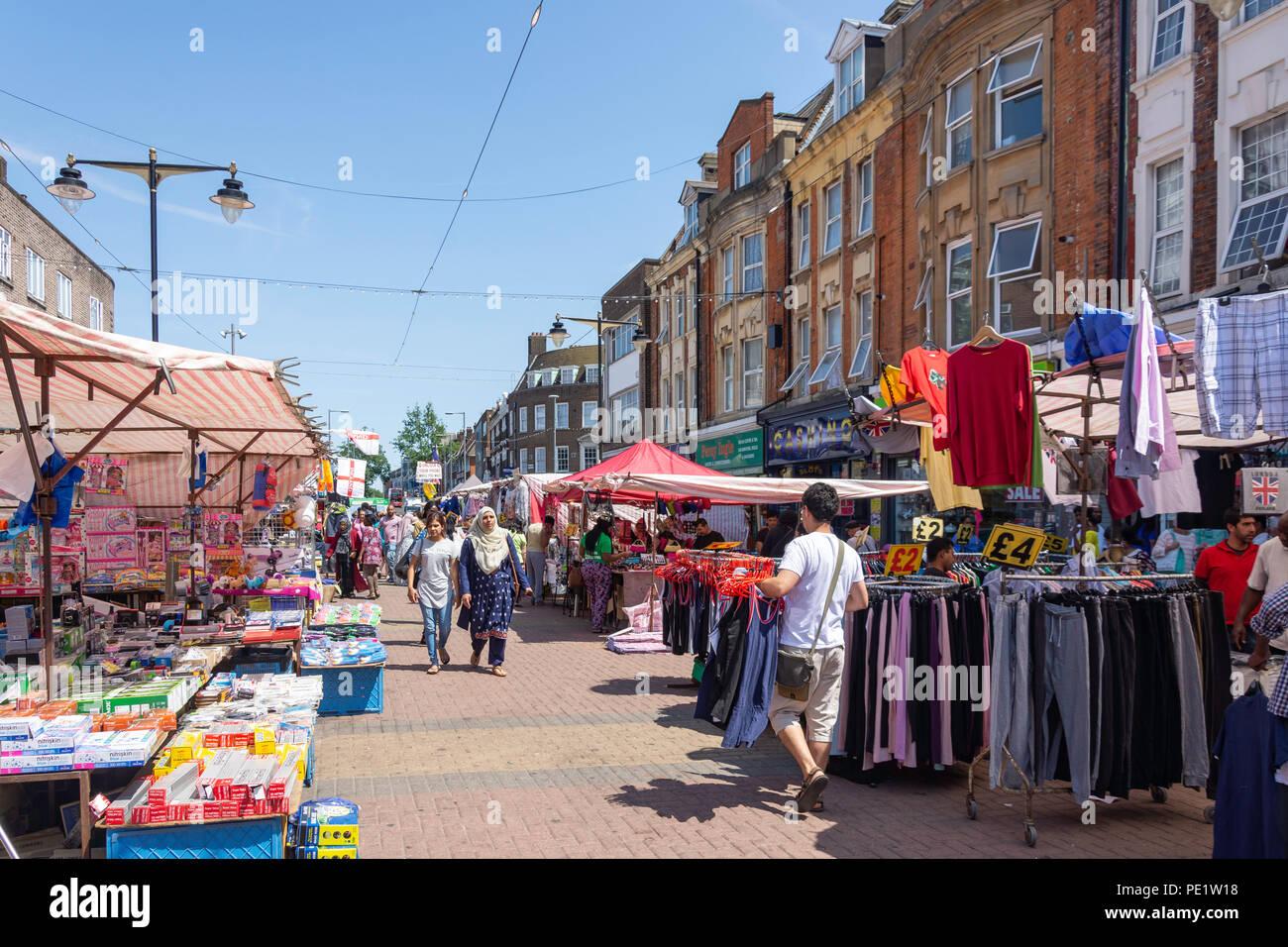 Marché de rue qui aboient, East Street, London, London Borough of Barnet, Greater London, Angleterre, Royaume-Uni Photo Stock