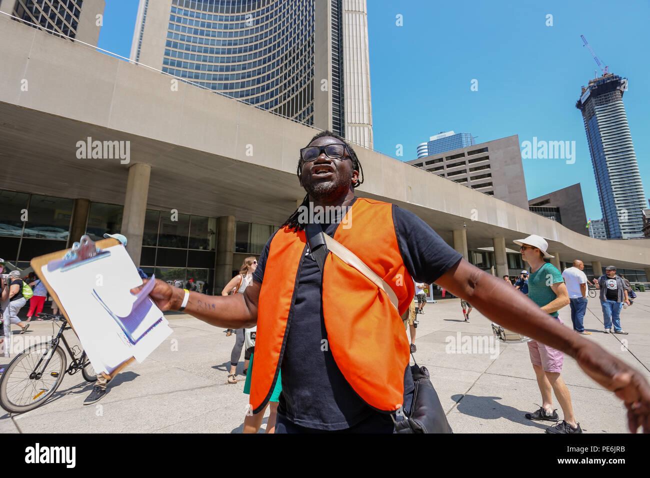 """11 AOÛT 2018 - TORONTO, CANADA: 'STOP À LA LUTTE CONTRE LE RACISME, LA HAINE"""" rallye. Photo Stock"""