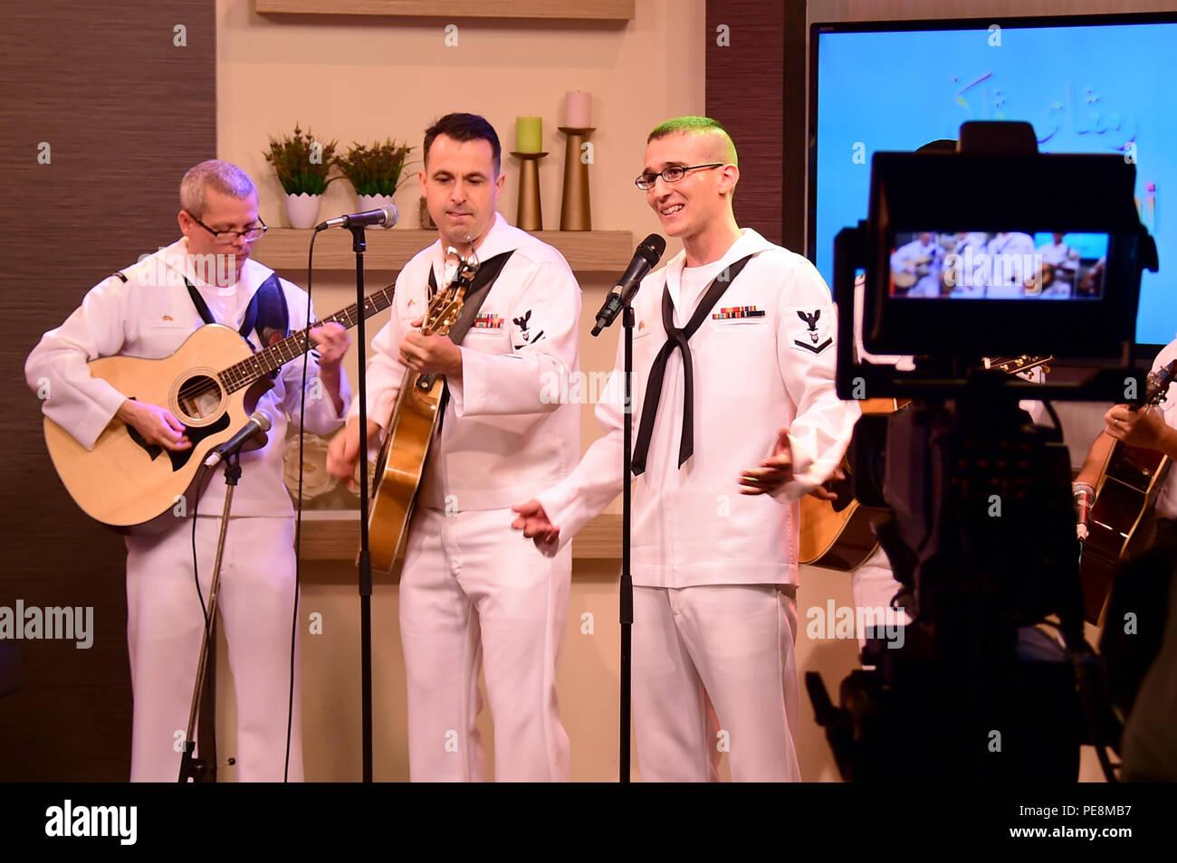 151103-N-QV906-108 BANDAR SERI BEGAWAN, Brunei (nov. 3, 2015) Les membres de la 7ème Flotte américaine Band's contemporary music ensemble Orient Express effectuer sur Rampai Pagi, un matin, au cours de montrer l'état de préparation et de formation à la coopération (CARAT) Brunei 2015 3 novembre. CARAT est une série d'exercices maritimes bilatéraux annuels, entre la U.S. Navy, Corps des Marines des États-Unis et les forces armées de neuf pays partenaires de: Bangladesh, Brunei, Cambodge, Indonésie, Malaisie, Philippines, Singapour, Thaïlande, et Timor-Liste. (U.S. Photo de marine de 1ère classe, spécialiste des communications de masse de Micah Photo Stock