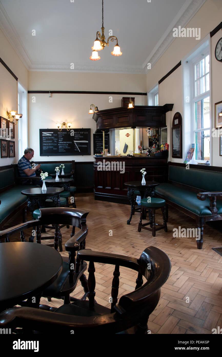 Buvette sur Loughborough Gare la ligne du patrimoine mondial pour l'abri des boissons et des repas Banque D'Images