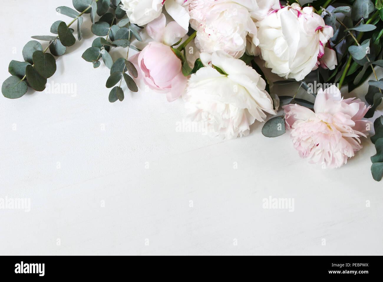 stock photo style. la vie encore décoratifs composition florale