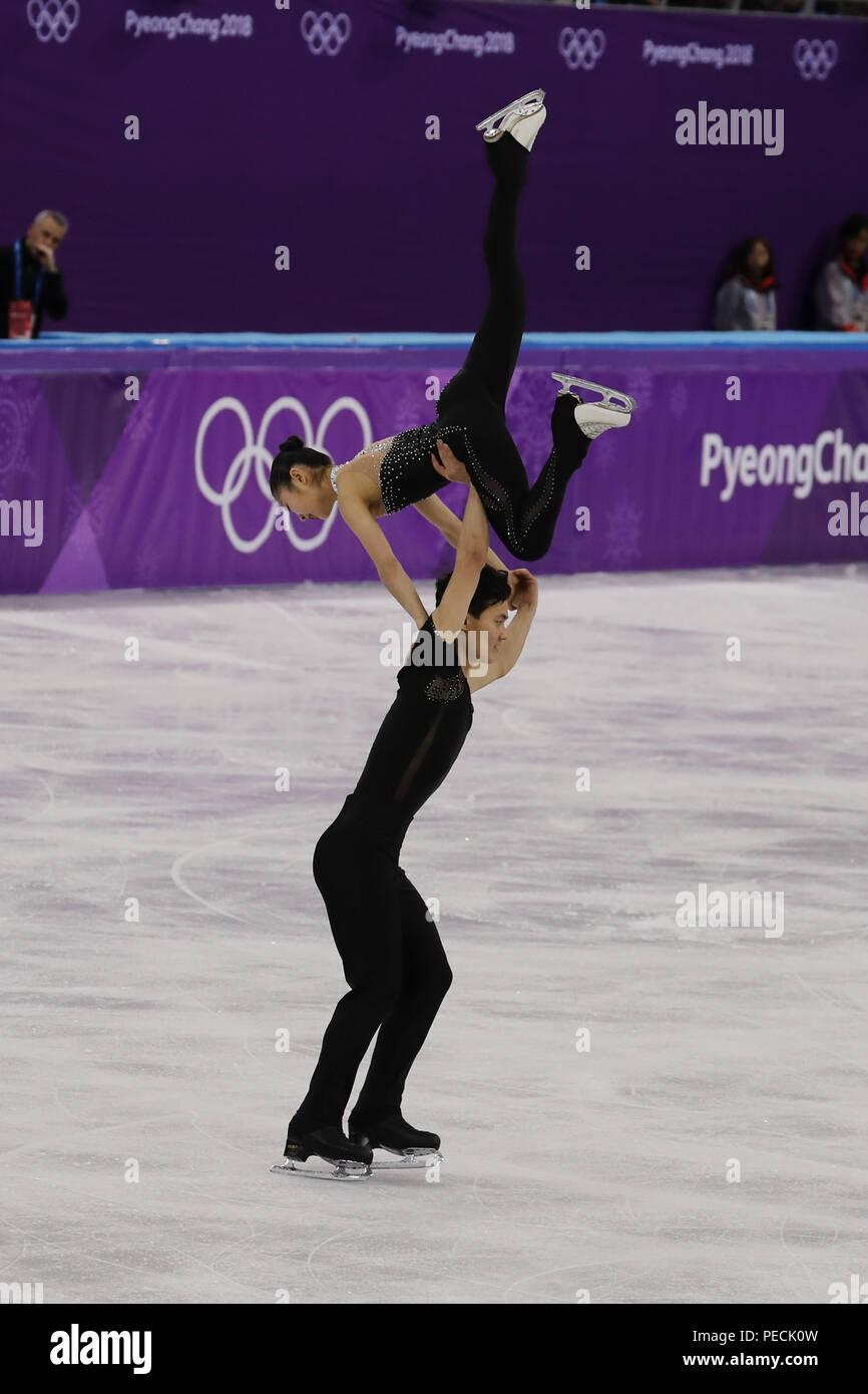 Tae Ok Ryom et Ju Sik Kim, de la Corée du Nord effectuer dans le patinage en couple de patinage libre au Jeux Olympiques d'hiver de 2018 à Gangneung Ice Arena Photo Stock