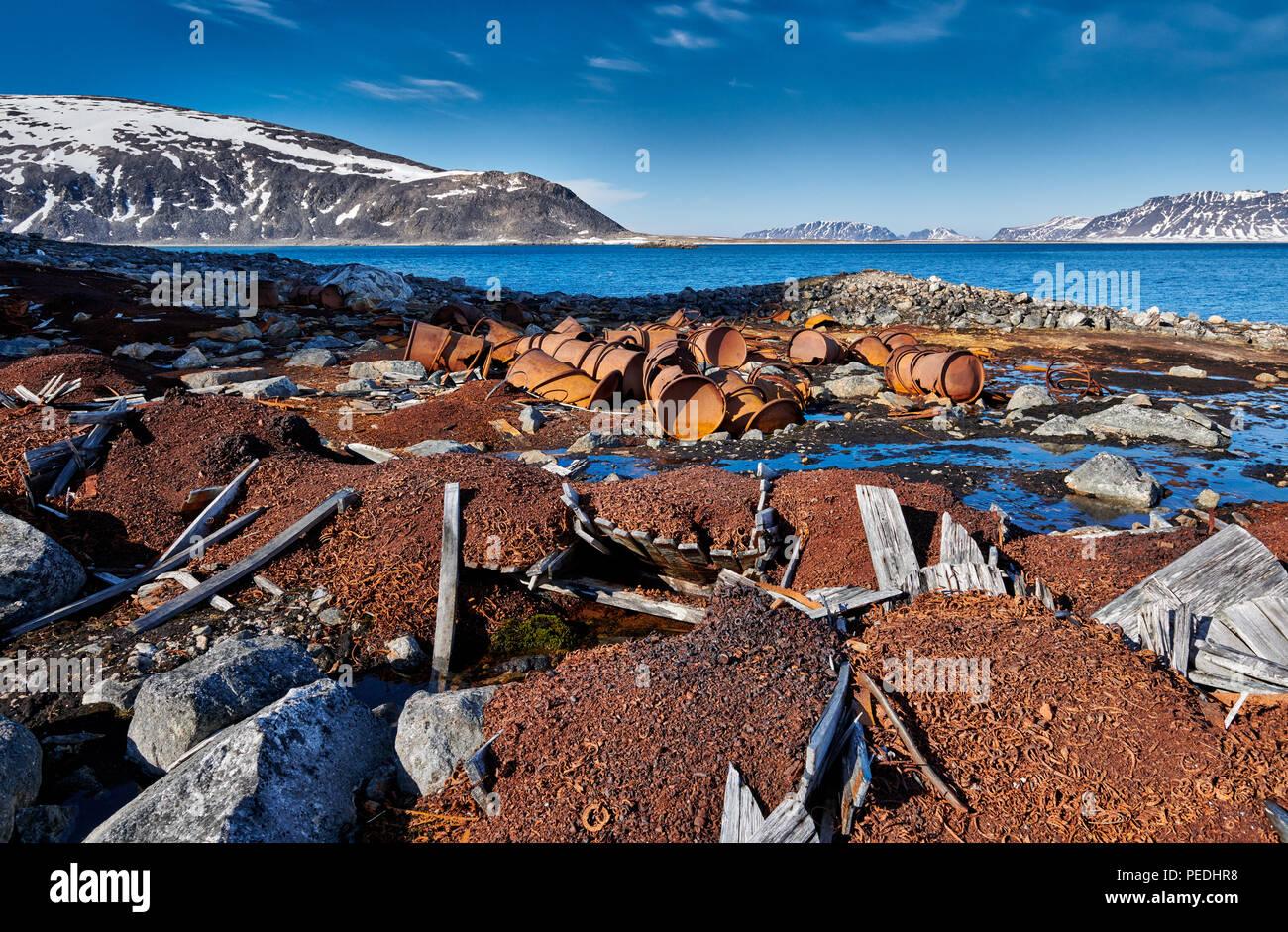 Vestiges rouillés sur site historique de Virgohamna, Svalbard, Spitzberg ou l'Europe Photo Stock