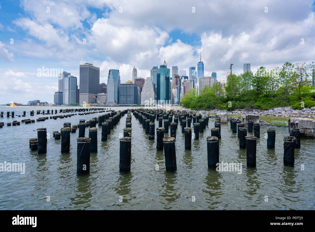 Dans Lower Manhattan gratte ciel de la ville de New York dans la journée Photo Stock