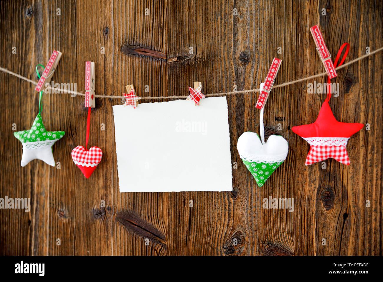 L'Avent, décoration de l'avent, temps de l'Avent, conseil, mur en bois, Deko, décoration, le coeur, l'arrière-plan, arrière-plan photo, bois, bois, collier en bois Photo Stock