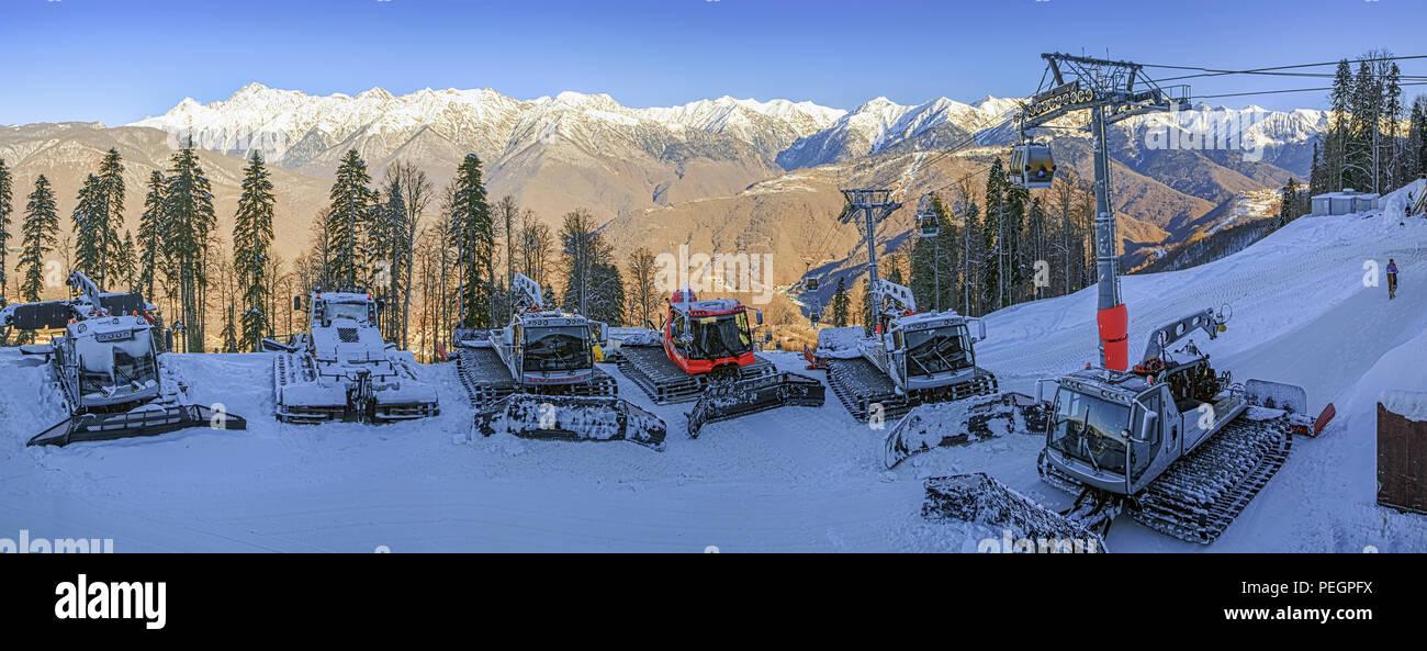 SOCHI, RUSSIE - 19 décembre 2015: Rathracks dans la station de ski de Gorki Gorod. Photo Stock