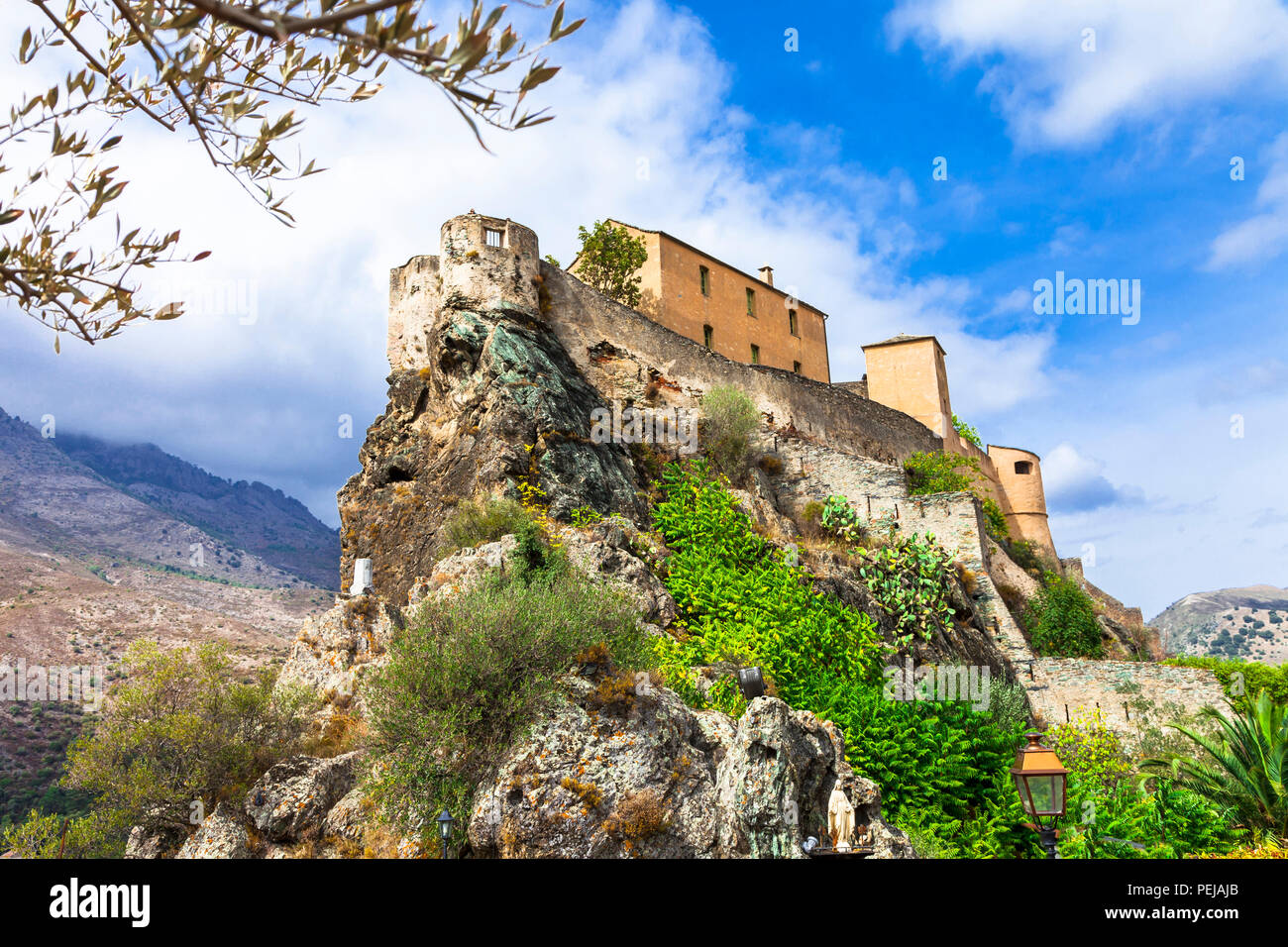 Impressionnant château à Corte village,Corse,France. Photo Stock
