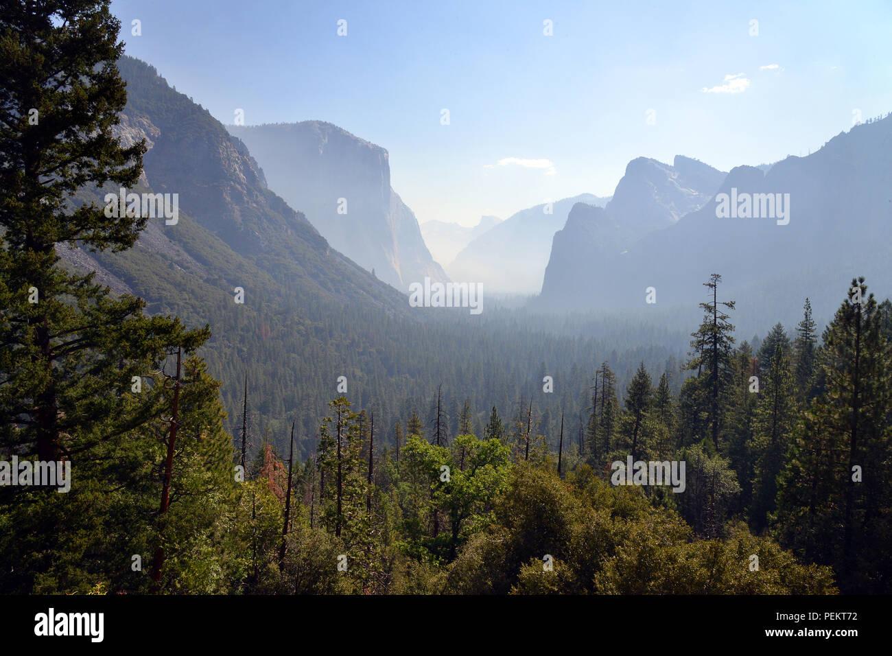 États-unis, Californie, vue de tunnel dans la région de Yosemite National Park Banque D'Images