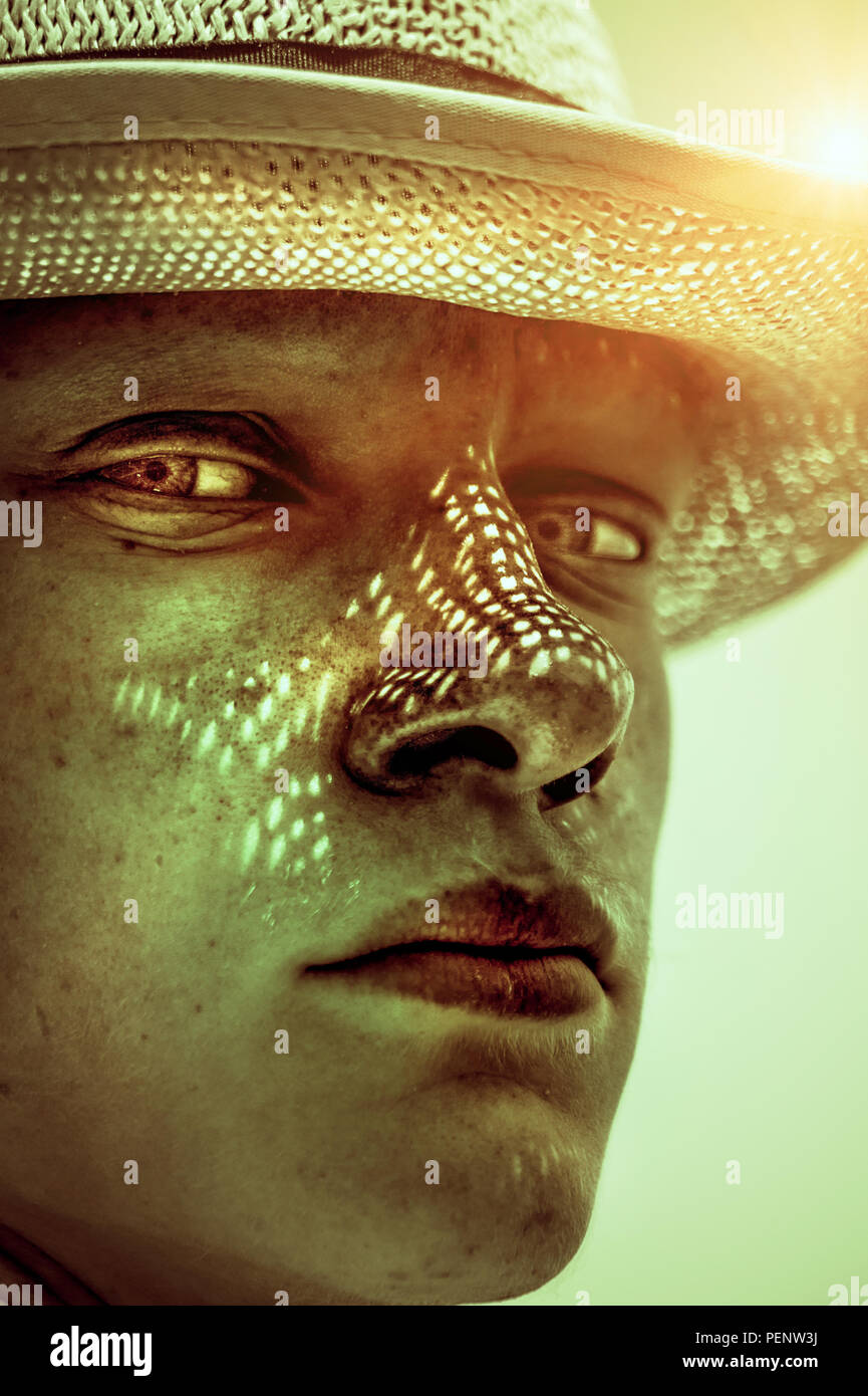 Close up portrait of young man wearing hat à sunny day Banque D'Images