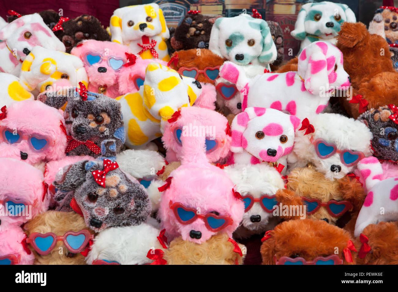 Les jouets en plastique à un stand de marché, l'Allemagne, de l'Europe Photo Stock