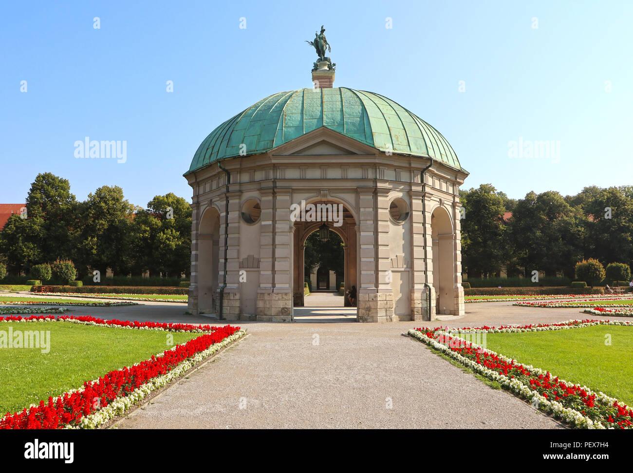Munich, Allemagne, en vue d\'été de l\'Hofgarten pavillon rond dans le ...