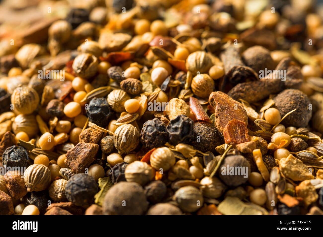 Épices à marinade sèche dans un bol Photo Stock