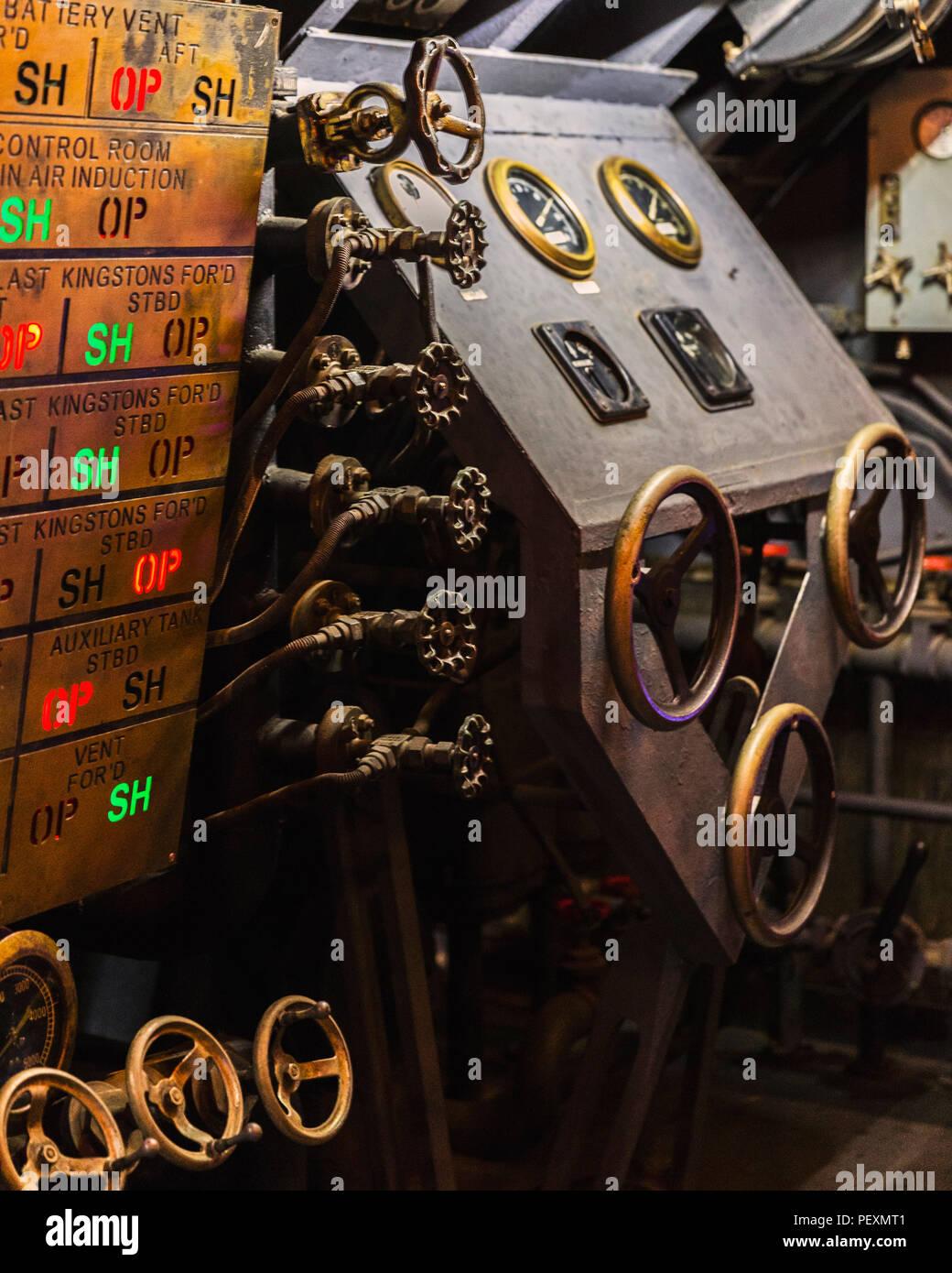 Film prop, les machines avec les boutons et les soupapes, Cinecitta Museum de Rome, Italie Photo Stock