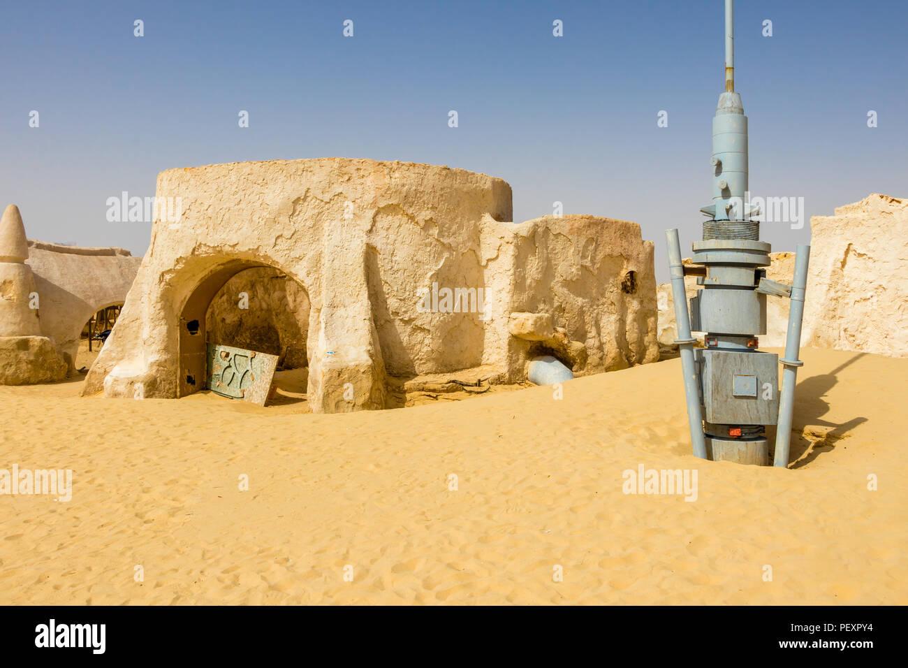 Ancien jeu de la guerre des étoiles dans le désert du Sahara, la Tunisie près de Naftah Photo Stock