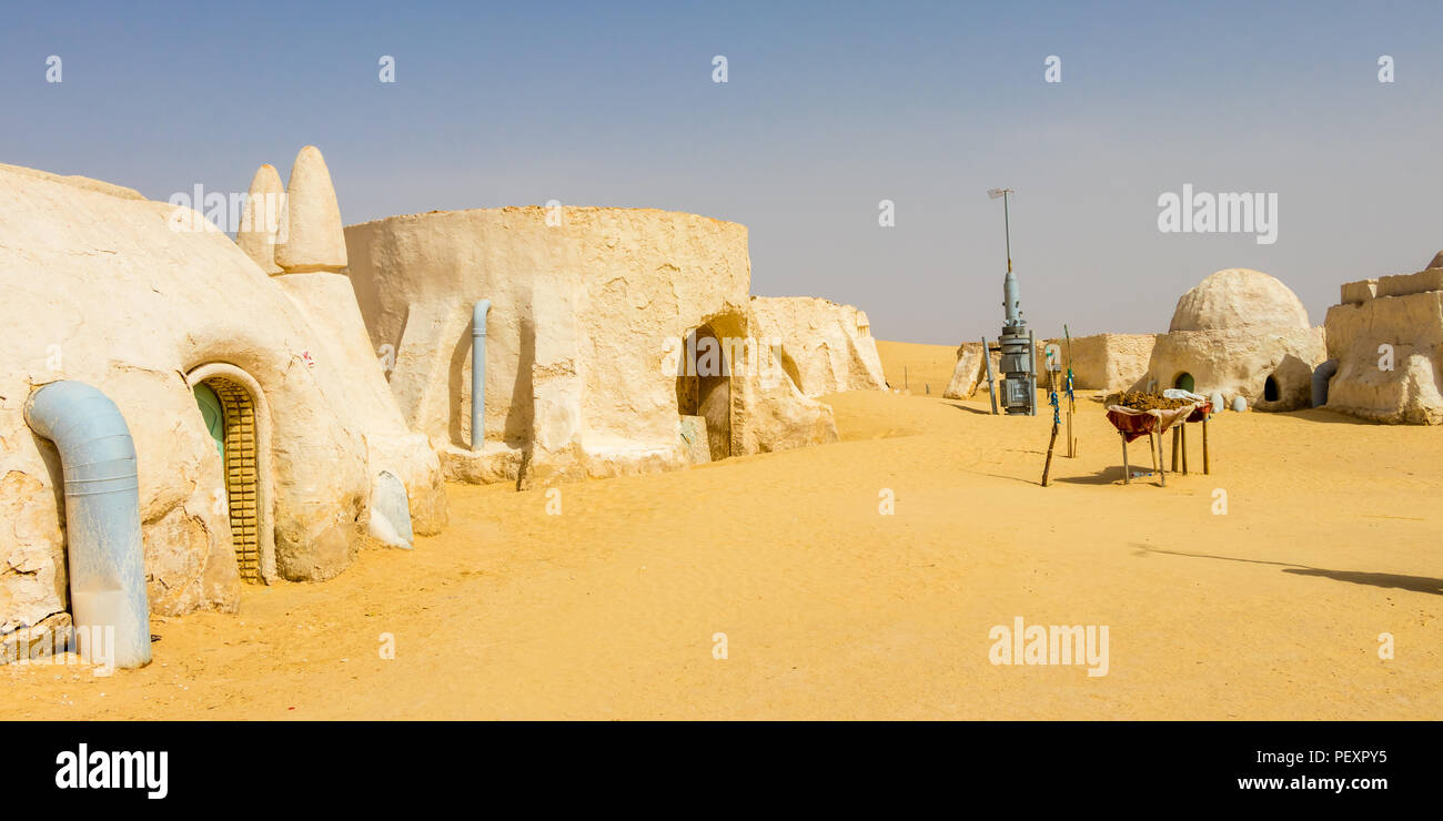 La planète de Tatooine dans le désert du Sahara, près de Tozeur, Tunisie, Afrique Photo Stock