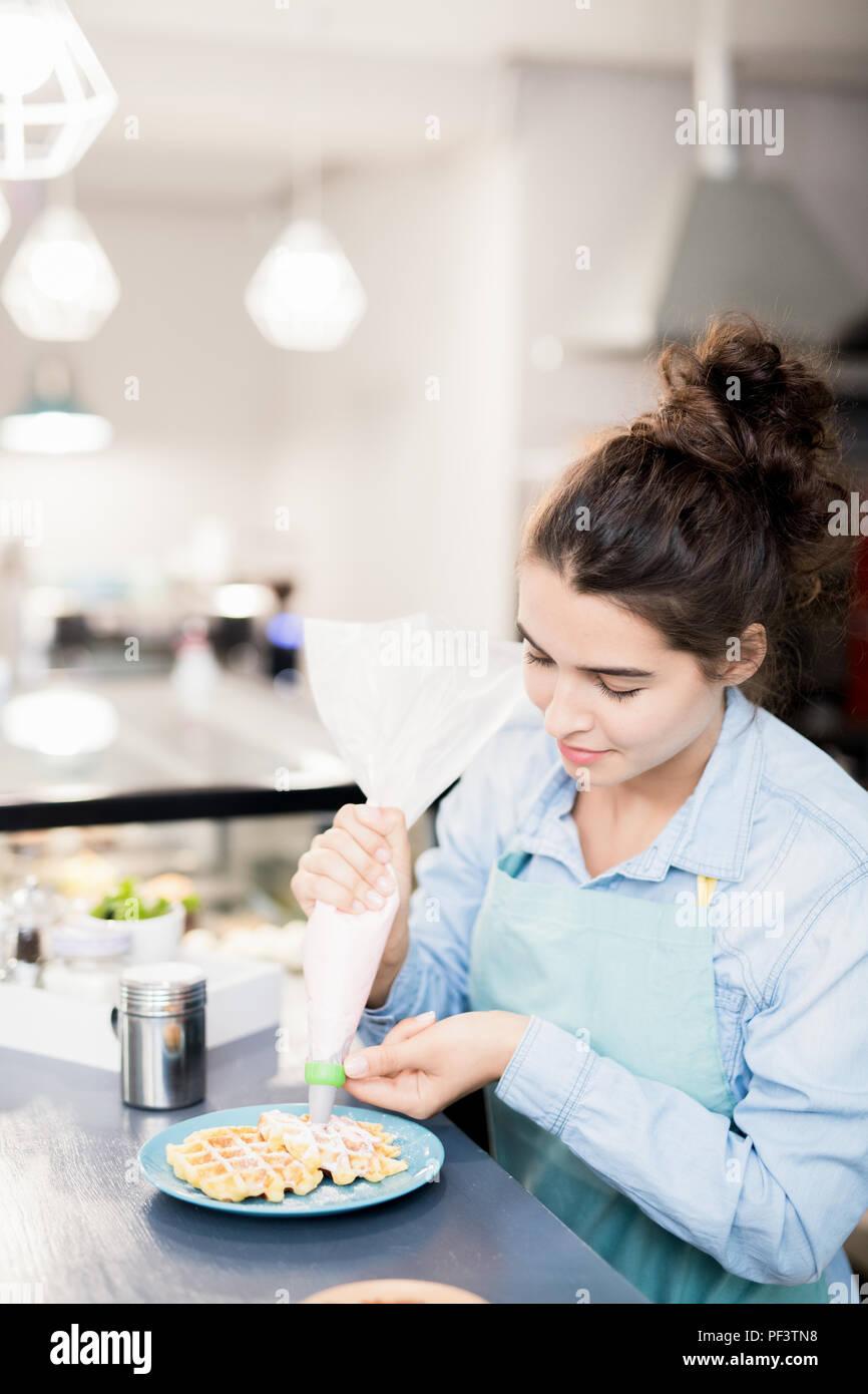 Préparation Cuire les gaufres Cafe Photo Stock