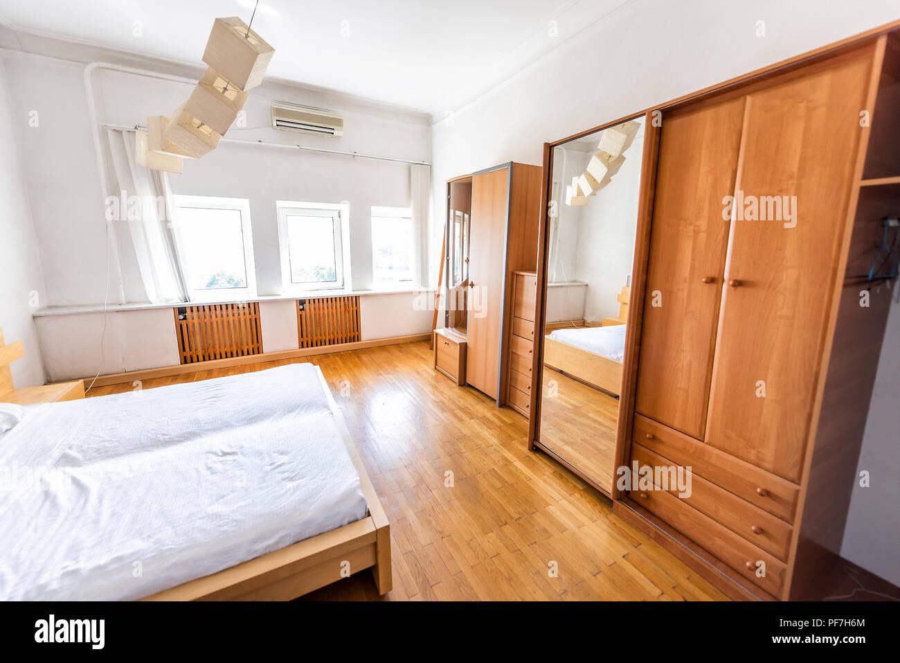 Nouveau lit blanc propre lisse simple en bois minimaliste de ...