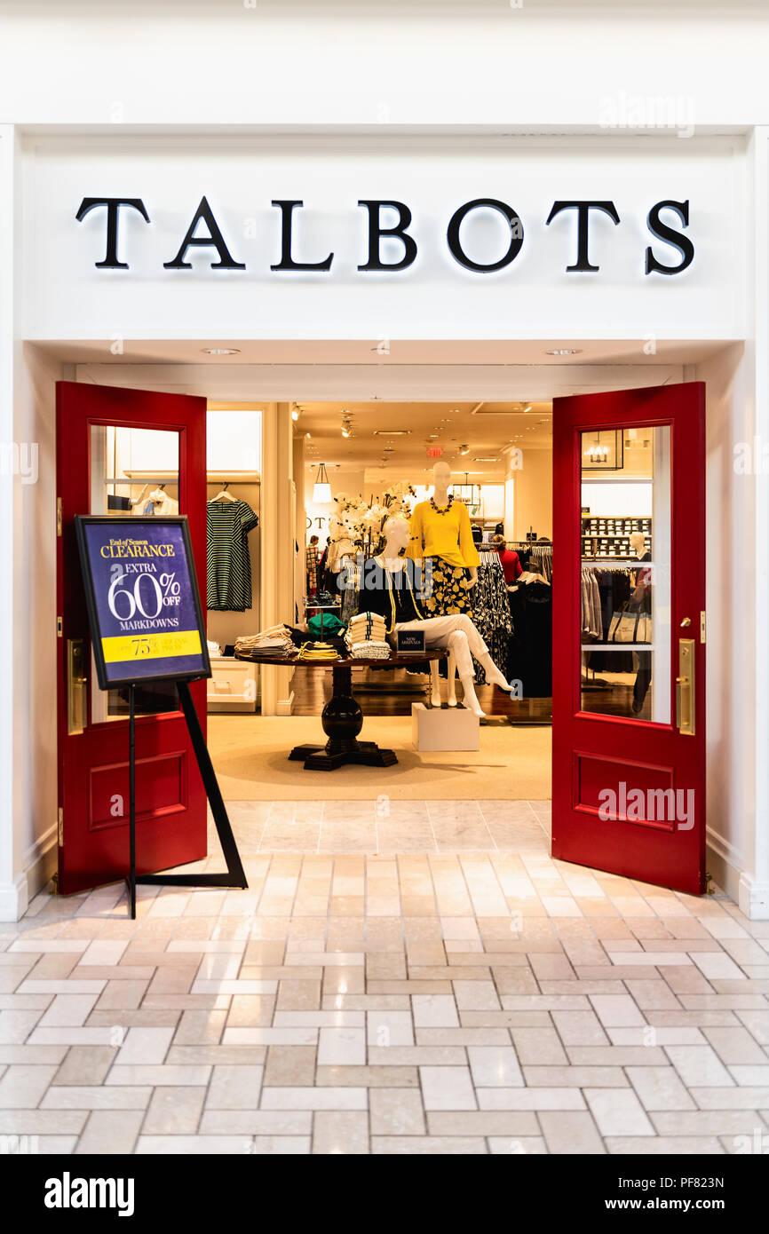 ac7c32855ca70d Tysons Corner, Etats-Unis - le 26 janvier 2018 : vêtements femmes Talbots,  vêtements boutique spécialisée, magasin, façade, vitrine, dans l'entrée de  porte ...