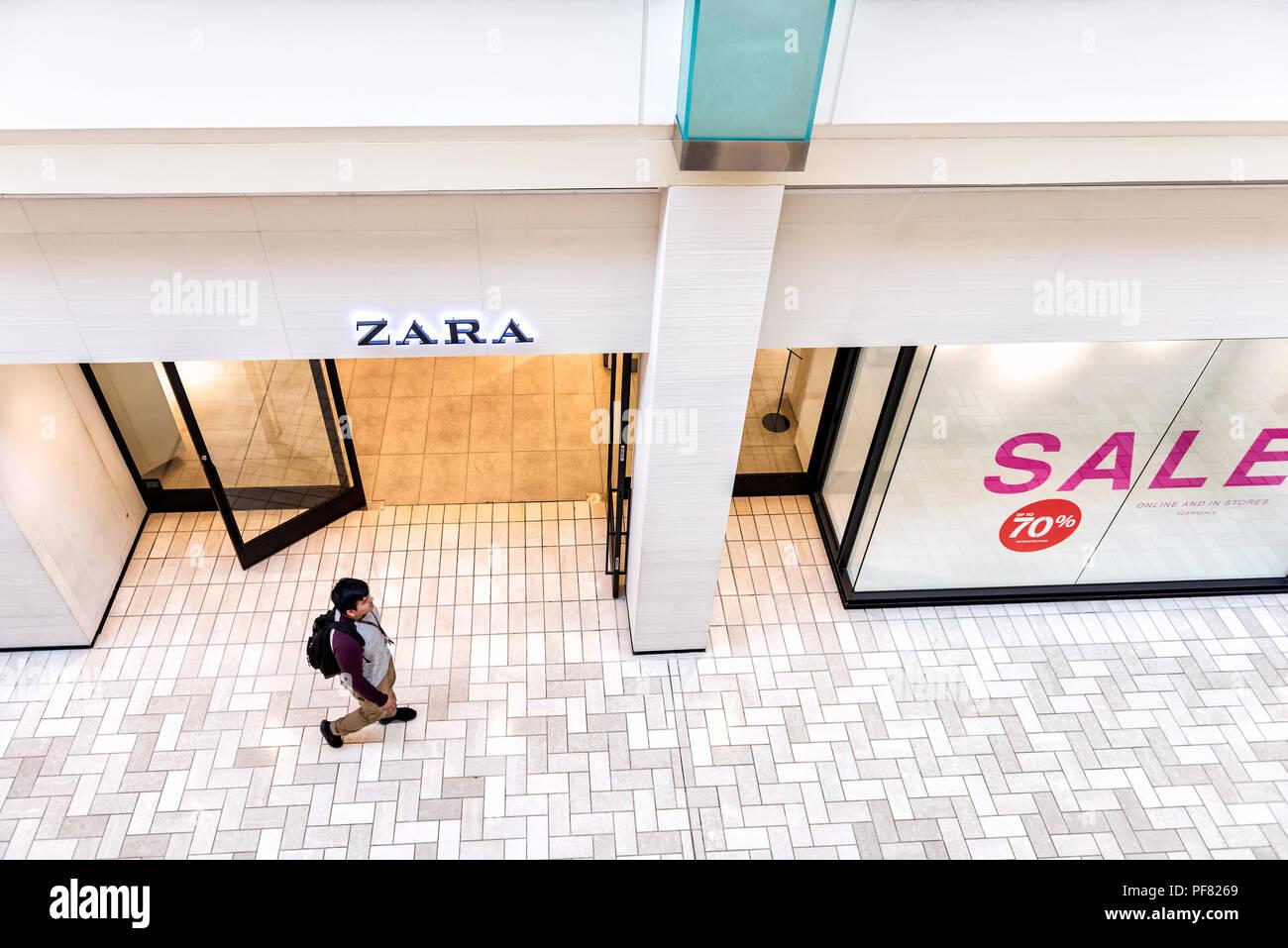 750a16e8c2cc59 Tysons Corner, Etats-Unis - le 26 janvier 2018 : fast fashion clothing,  vêtements, vêtements boutique spécialisée, magasin Zara avec avec les gens  marcher, ...