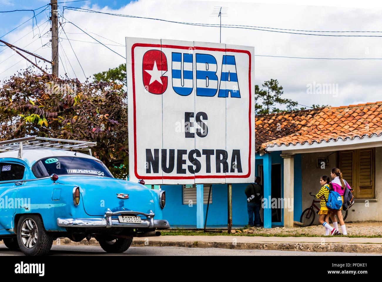 Une vue typique dans la vallée de Vinales à Cuba. Photo Stock