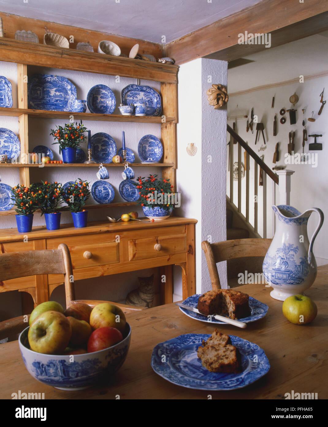 Decoration Bleu Chine Vaisselle Sur L Affichage Dans Les Etageres