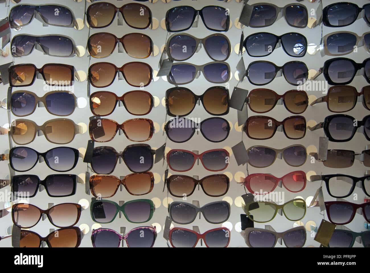 22cb5ef4a8 La Thaïlande, Phuket, Patong Beach, lunettes à vendre à beachside stall