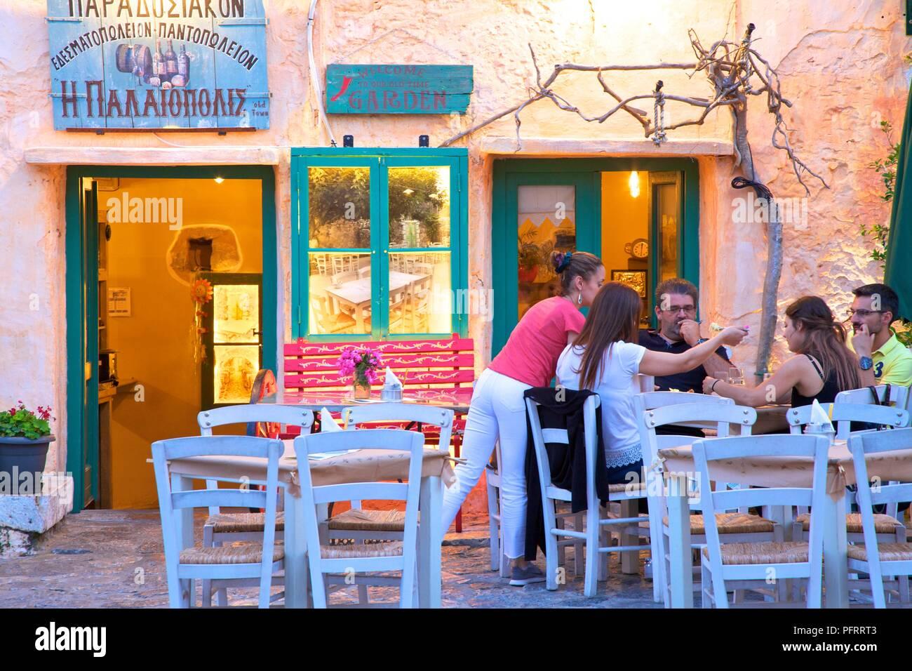 Restaurant à Areopoli, Mani Peninsula, le Péloponnèse, Grèce, sud de l'Europe Photo Stock