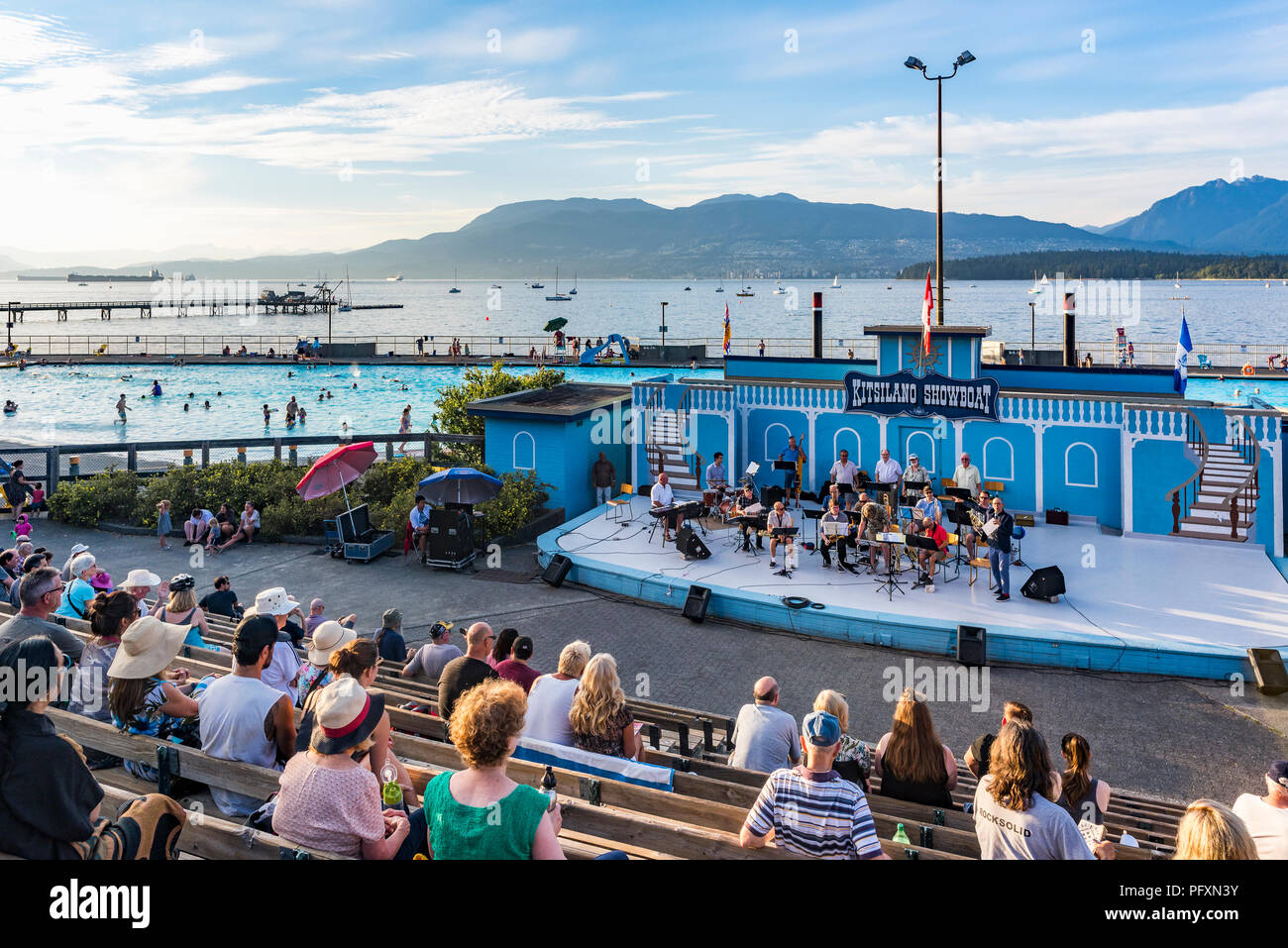 Communauté Urbana jazz orchestra, l'étape de Kitsilano Showboat, Kitsilano, Vancouver, British Columbia, Canada Banque D'Images
