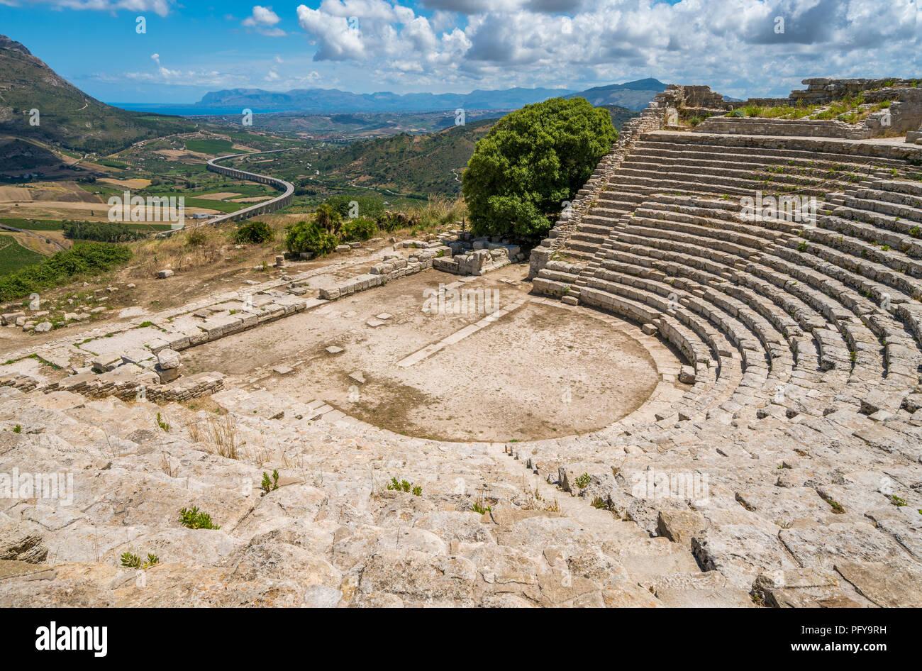 Le théâtre de Ségeste, ancienne ville grecque en Sicile, Italie. Banque D'Images
