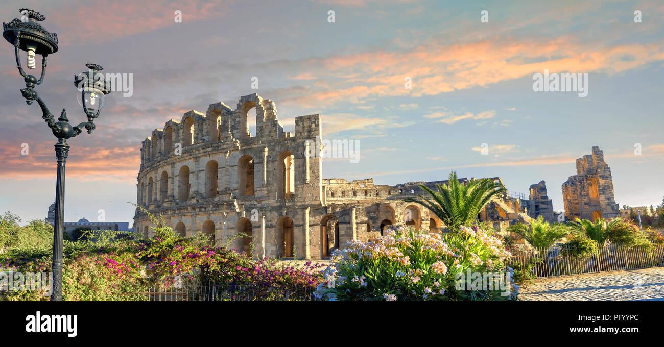 Vue panoramique de l'ancien amphithéâtre romain d'El Djem. Le gouvernorat de Mahdia, Tunisie, Afrique du Nord Photo Stock