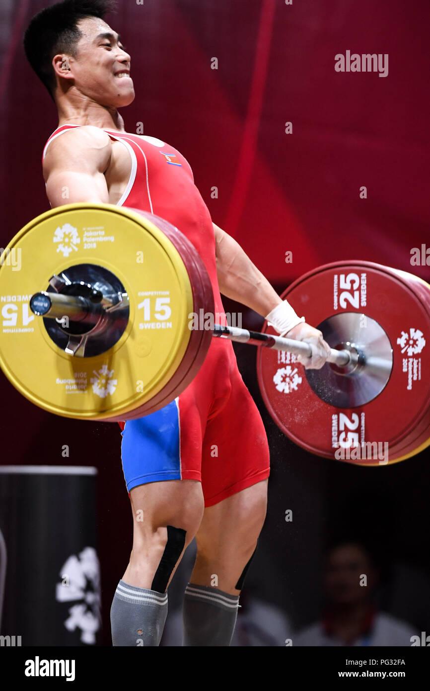 Jakarta, Indonésie. Août 23, 2018. Choe Jon Wi de la République populaire démocratique de Corée est en concurrence lors de l'haltérophilie Hommes 77kg lors de la 18e Jeux asiatiques à Jakarta, Indonésie, le 23 août, 2018. Credit: Cheong Kam Ka/Xinhua/Alamy Live News Photo Stock