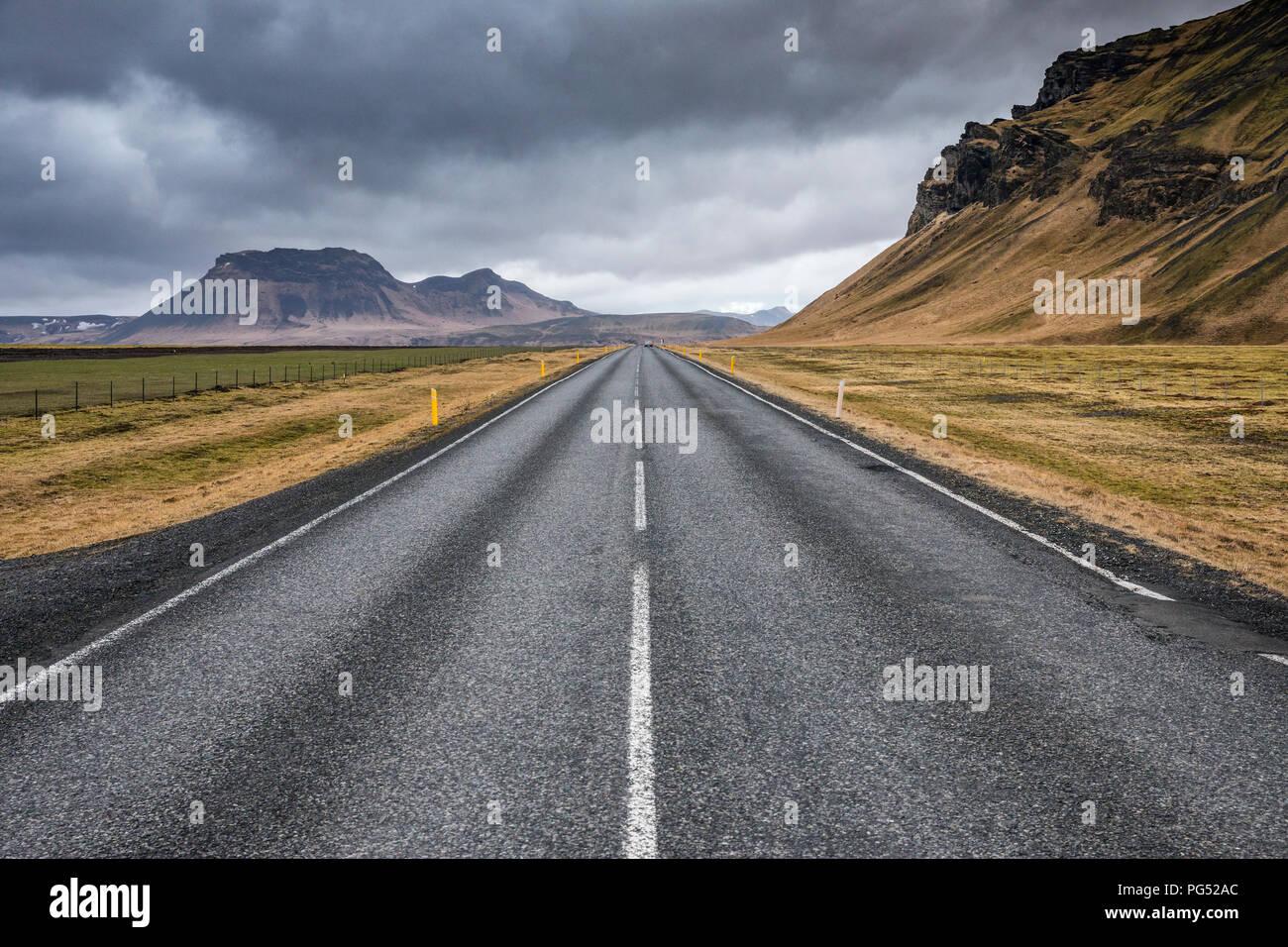 Asphalte vide roar en Islande Photo Stock